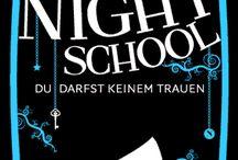 Night school C.J. Daugherty / Um Night School