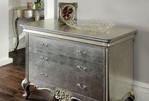metallic geverfde meubels