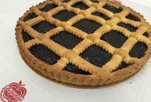 #Crostata ! / Il #dolce #classico per antonomasia è senza dubbio la crostata di #confettura! La #crostata infatti è un  dolce gustoso di pasta frolla e confettura che vi proponiamo nei gusti di #visciole, #fragole, #pesca, #ciliegia, #more, #albicocca, #pistacchio, frutti di bosco e crema di #nocciole.