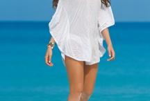 Garotas swimwear winter -12 / Garotas är ett inarbetat varumärke fylld av feminina badkläder med kontroll över den kvinnliga kroppens former och där kunden efterfrågar perfektion i passform och kvalitet. I sortimentet finns bh bikinis med unika lösningar, pushup bikini och baddräkter. http://www.bikinisonline.se/bikinivarum%C3%A4rken/garotas