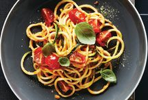 Spiralize Recipes / Spiralizing is all the rage lately. Get in on the hype and reap the benefits of extras veggies in your diet.