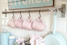 Kitchen / From cute plates to cute kitchen decor!