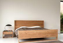Ethnicraft - massief eiken & teak bedden & linnenkasten / ETHNICRAFT ontwerpt en vervaardigd massief houten bedden met een strakke en natuurlijke uitstraling. De bedden, nachtkastjes en linnenkasten zijn leverbaar in teak en blank eikenhout.