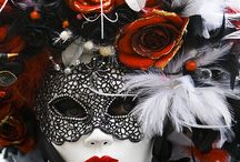 Venetian masks/Weddingdresses