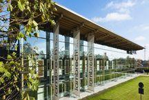 Lambrechts toonzaal Hasselt / Een bezoek aan de Lambrechts toonzaal in Hasselt is een ware ontdekkingstocht! Met haar 5.000m² en een voorgevel van 60 meter is het de grootste en bovendien ook de meest innovatieve showroom van de Benelux. De moderne look en immense glaspartijen nodigen je uit om al het moois binnen te verkennen.