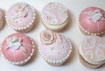 Cupcakes, kuppikakkuja / Different cupcakes. Koristeltuja kuppikakkuja.