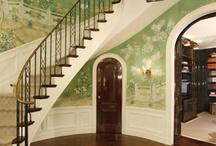 Elegant entry inspiration / black&white, wood panel, consol table, stairway