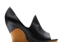 Shoes / by Diana Ionescu