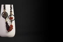Unica / Gemme preziose tessite dalle mani abili dei nostri Artigiani.  Gioielli a produzione limitata.