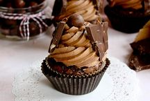 Treats : Cupcakes / by Kristen Kline