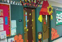 Fall Classroom Decor / Ideas for fall bulletin boards, classroom doors, and fall classroom decor