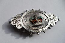 Antique Jewelry - Victorian Brooches & Pendants / Antique Jewelry, Victorian lockets, pendants, pins, brooches, bracelets.