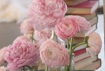 Flowers everywhere! / by Antoinette Raggio
