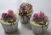 cupcakes / I love all cupcakes / by Alice Bradway