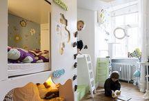 Mam en de kinderkamer / Als ouder loop je er meerdere keren tegenaan; het aanpassen, verbouwen, schilderen of wat er dan ook moet gebeuren in de kinderkamer. Een groter bed, ander kleurtje, leuke aankleding.. de leukste kinderkamer ideeën die wij tegenkomen verzamelen we hier.
