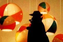 Commissario Maigret / La Figura del famoso Commissario Maigret ( personaggio creato da G.Simenon ) Ritagliata nella carta/Viaggia tra le Pagine di Riviste/ElleDecorItalia/e Altre .