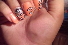 Fake leopard print nails