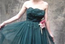 Fashion and Beauty.... I wish I could pull off! / by Adriana Cavazos