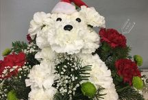 Christmas Flower Arrangement / Send the gift of beauty to everyone you love, or choose a delightful arrangement to complete your Christmas table or holiday display.