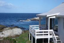 Simonstown Beach Bungalow / Set on the edge of Cape Point Nature Reserve, in a conservation area - this wooden bungalow is a piece of paradise with no crowds!  Floor to ceiling views of False Bay offers complete relaxation & stress-free holiday living.