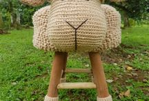 Hocker und Stühle