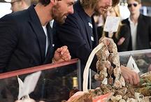 Südfrankreich kulinarisch / Natürlich gibt es für unsere drei Jungs in Südfrankreich auch allerlei Delikatessen zu entdecken. Wir haben sie auf eine kulinarische Entdeckungsreise durch einen Wochenmarkt an der Côte d'Azur geschickt....und dabei sind einige gute Fotos entstanden (und auch ein leckeres Abendessen an Bord des Segelschiffes danach...) Gehen Sie mit auf Entdeckungsreise und lassen Sie sich von französischem Essen faszinieren auf dieser Pinnwand...