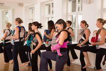 Workout met baby / Kangatraining is een complete workout. Het verbert je uithoudingsvermogen, flexibiliteit en spierkracht! Anders dan traditionele workouts voor mama's hoeven mama's bij Kangatraining geen oppas te regelen omdat de baby's tijdens de les gedragen worden en deel nemen in de actie!