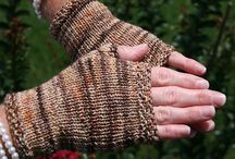Fingerless / Fingerless garments knit from our fingering weight yarn Peppino.