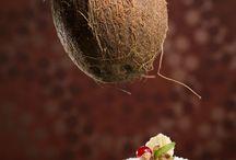Cakes / Luna decembrie 2014 a venit cu încă un cadou pentru bucureşteni: cea de a doua Cafe Patisserie La Folie, care s-a deschis în centrul Bucureştiului, în Zona Pietei Victoriei.  Pasiunea pentru patiseria franţuzească precum şi reţetele bazate pe ingrediente naturale, te vor seduce să îţi petreci ziua într-un spaţiu tipic parizian.  Vă aşteptăm sa ne vizitaţi şi vă promitem că fiecare dimineaţă nu va mai fi la fel! :)