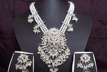 Indian Wedding Jewelry / Find the tips and ideas for Indian Wedding Jewelry.