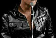 REI DO ROCK... ELVIS! / Um fenômeno, um artista, uma saudade! Quem pode esquecer deste cantor que tanto atraiu multidões? Impossível!