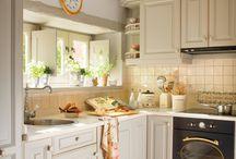 Cocinas blancas luminosas