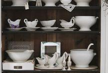 Brocante servies inspiratie * old crockery inspiration / Oude serviezen, kannen en kop en schotel * old crockery, jug, cup and saucer.