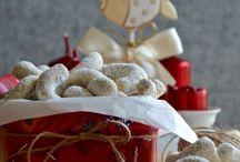 Vánoční cukroví - TASTE Actually / Pečení Vánočního cukroví - recepty a fotky od TASTE Actually. Je to chuť jídla, chuť kafe, chuť přátelství.