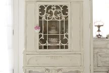muebles blanco antiguo / Old white