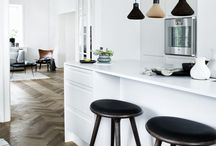 eat :: great layers within this space of stark white, matt parquetry flooring and textural rug. Loving those pendants too!