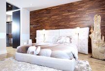 Wood Flooring On Wall / Recouvrement de plancher mural