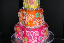 Amazing Cakes & Cupcakes / by Sammi Anderson