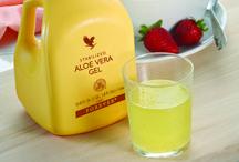 Bevande - Drinks / L'Aloe appartiene alla famiglia delle Liliacee, è di origine africana e predilige climi caldi e secchi. Esistono oltre 200 varietà di Aloe, ma solo la Barbadensis Miller (detta Aloe Vera) è quella con  maggiori proprietà benefiche per l'uomo.  Le nostre Bevande hanno come ingrediente principale il purissimo gel Di Aloe vera prodotto da Forever Living fin al 1978.