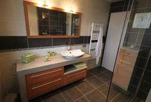 Meuble salle de bain sur mesure Contemporain / Meuble Salle de bain sur mesure en béton ciré et bois massif !