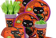 Last Minute Halloween Party Ideas / Need to throw together a spooky celebration in a pinch? Here are our last minute Halloween party ideas!