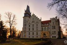 Woskowice Małe - Pałac / Pałac w Woskowicach Małych - budowla powstała około 1800 r. na zrębie wcześniejszej. Ostatnia przebudowa w 1912 roku nadała jej styl neogotycki. Obecnie znajduje się w nim Ośrodek Leczenia Odwykowego.