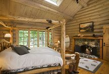 Bedrooms / Get inspired to build, design, and decorate your new log home with some of these spectacular bedrooms from around the country.