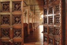 """Memoria del mondo / Memory of the world / """"…una libreria, di cui forse il quattrocento non ha lasciato in nessun luogo la più bella, la più riposata e riposante, la più composta d'architettura e la più lieta di ombre e di pace…"""""""
