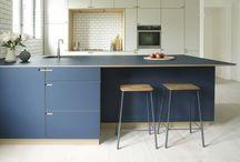 Rahbeks Allé / A modern oakwood kitchen in beige and jeansblue linoleum.