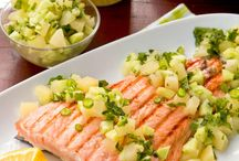 O reteta delicioasa! Somon la gratar cu ananas, castraveti si ceapa verde ;)