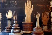 Hands, Mains,