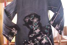 Vestidos de seda. iSedas 2014 HANDMADE ART ON SILK. / Lienzos de seda que se convierten en prendas únicas y exclusivas. Cada una de las piezas está construida con mimo desde el minuto uno, cuando se tensan en el bastidor. Los colores van surgiendo con las formas y los dibujos, en los que hay una parte meditada y otra espontánea. http://www.ibzbyisedas.com