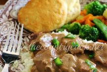 Beef / http://12tomatoes.com/2015/01/classic-recipe-beef-bourguignon-with-farfalle.html