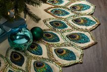 Christmas 2017: Teal Peacock / For the elegant and stylish among us who love sparkle and rich colours, teal peacock is the essence of glamour. With peacocks being a typical motif celebrated at Christmas time already, using teal will add a dramatic effect.